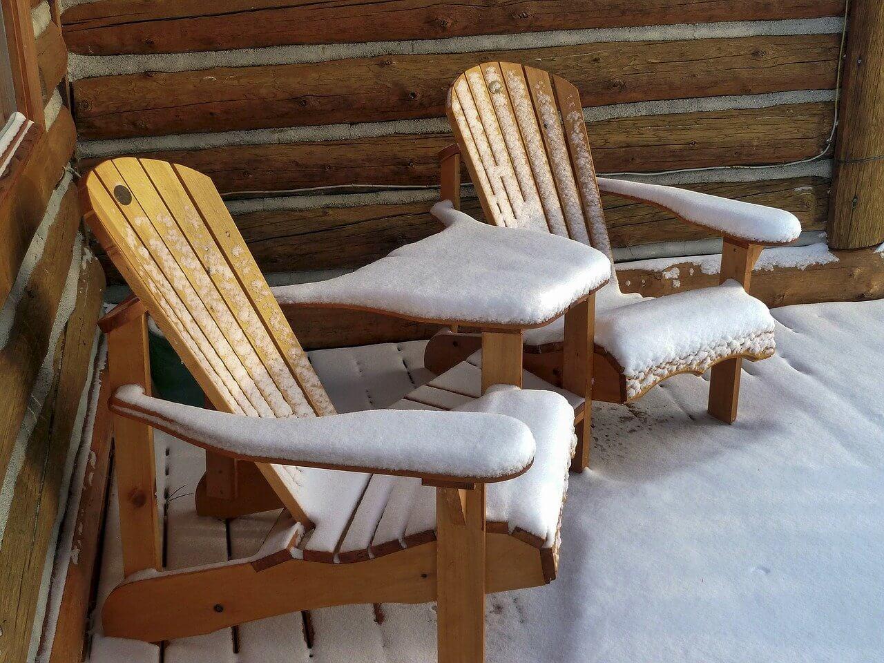 Balkonmoebel-Gartenmoebel-winterfest-machen-Holz-Lack