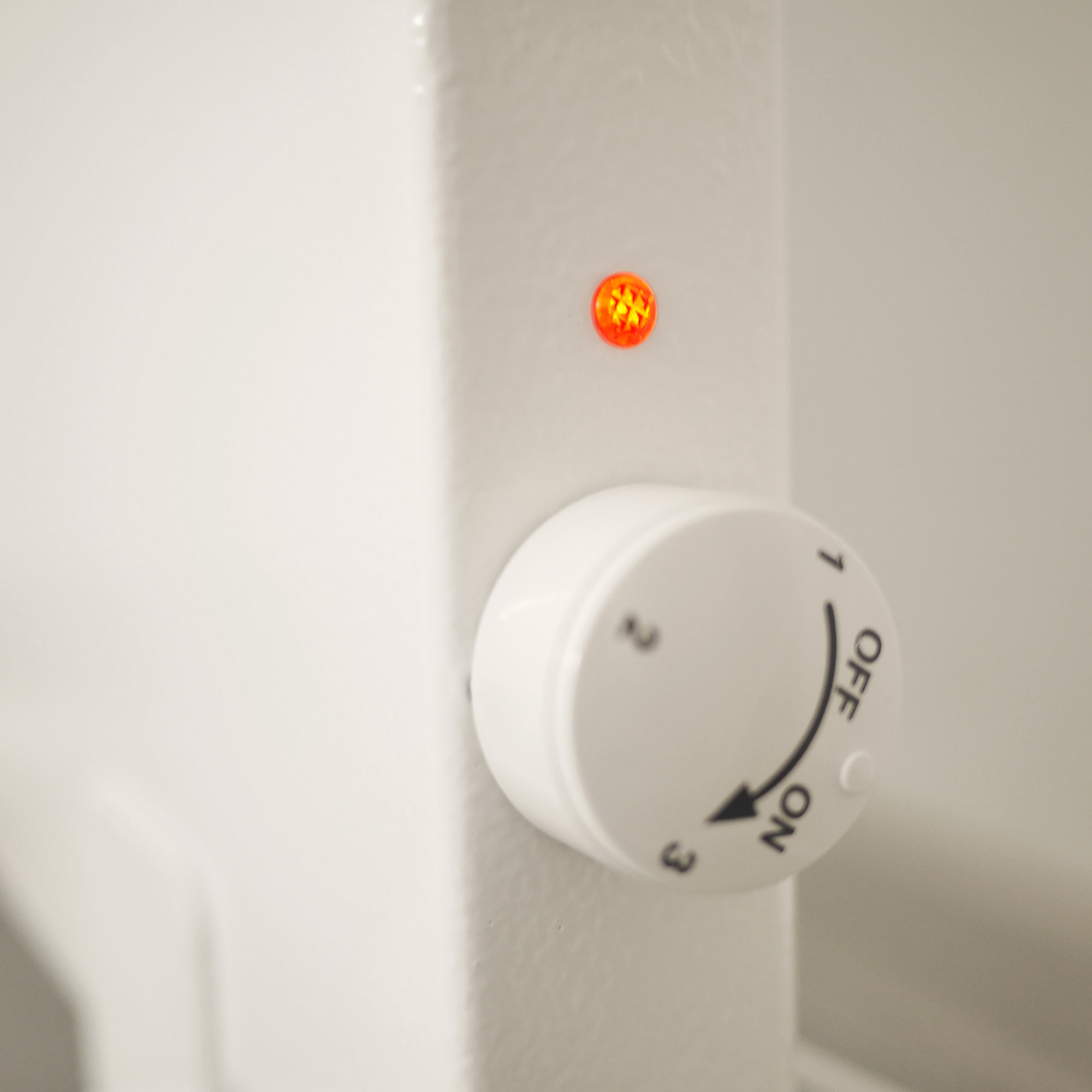 Steplessly-adjustable-thermostat-dial-hybrid-heating-panel