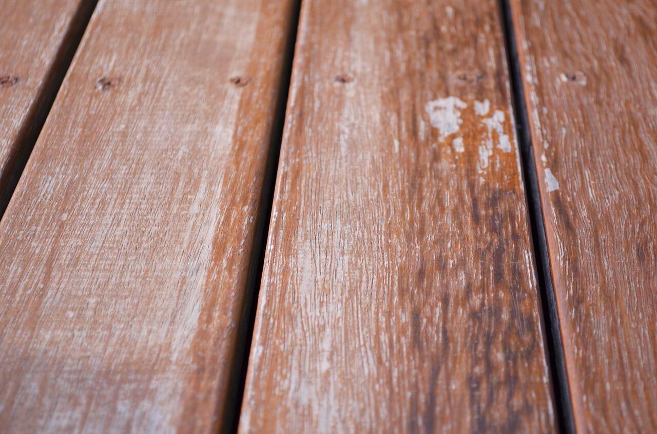 Holz-Balkon-winterfest-machen-abdecken