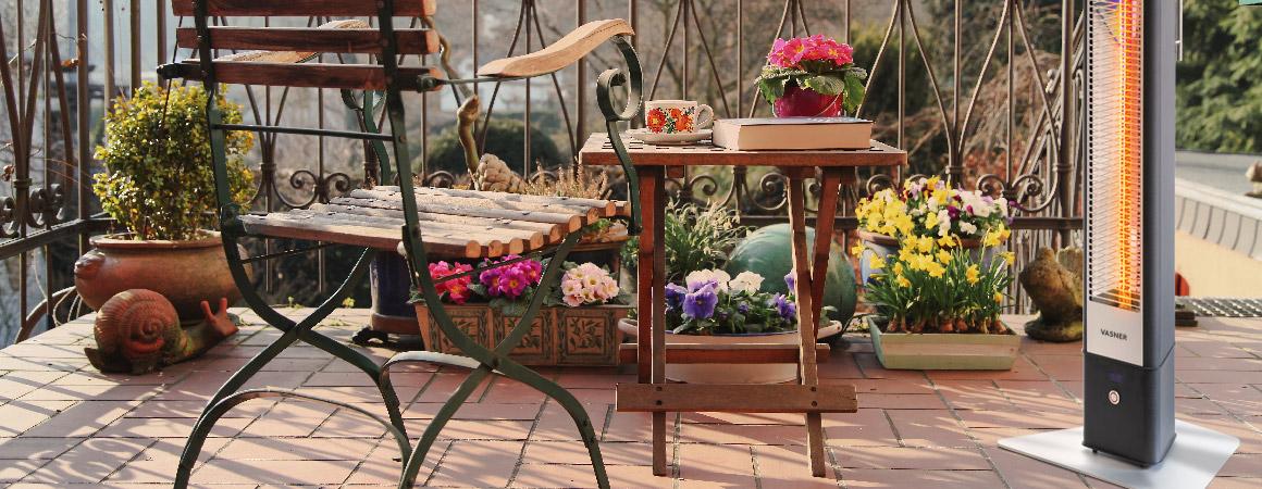 Balkon-winterfest-machen-Tipps-Balkonpflanzen-Gartenmoebel