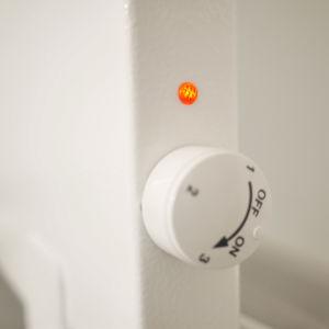 Der Elektro Vertikalheizkörper mit Status Anzeige und Thermostat