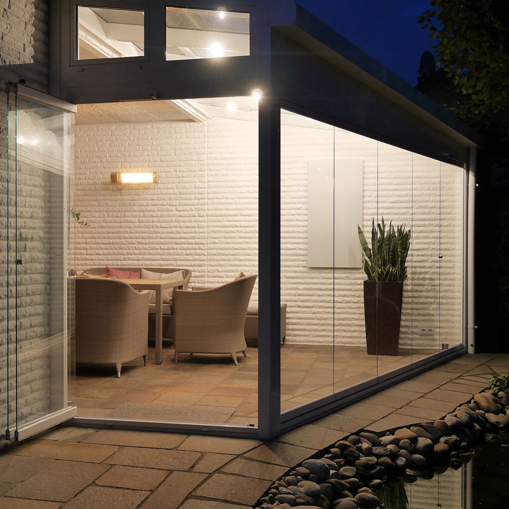 Hellstrahler können wie Dunkelstrahler in geschlossenen Räumen verwendet werden
