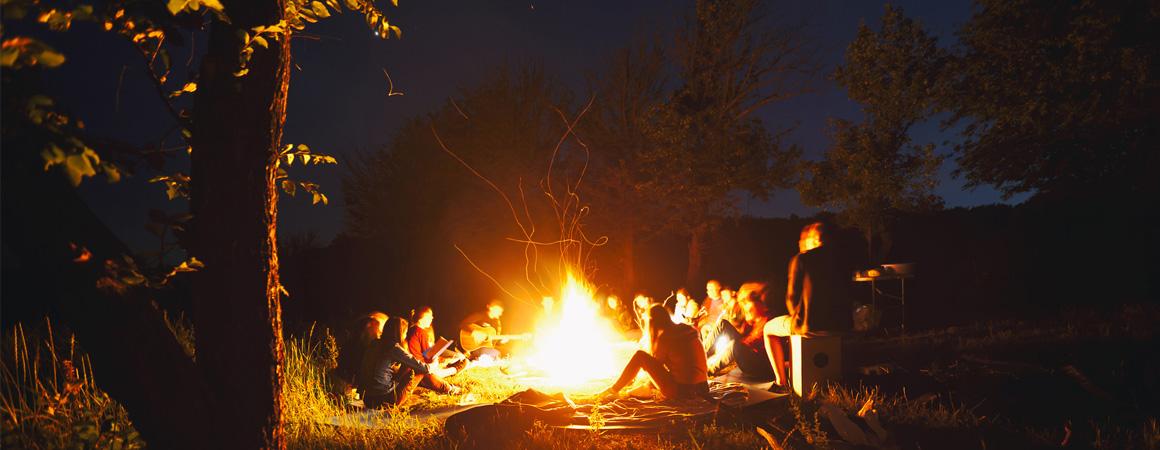 Eine VASNER Feuerstelle kaufen und gemütlich den Sommer im Garten verbringen