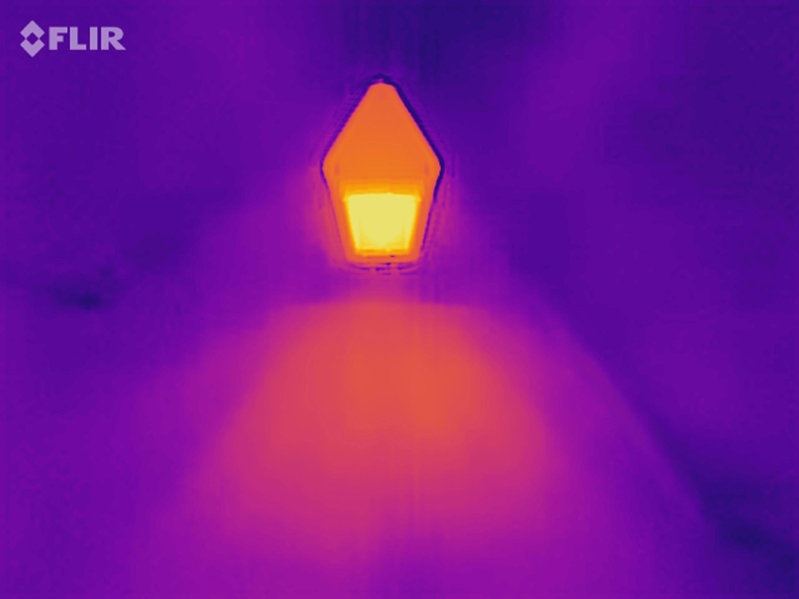 Infrarotstrahler Standgerät Wärmebild zeigt Strahlungszonen