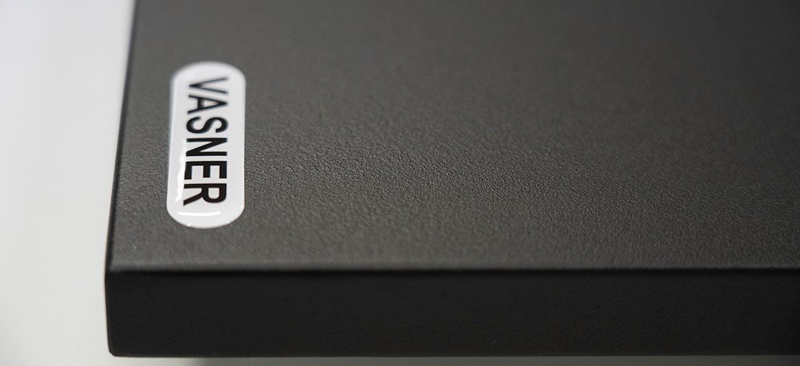 Tafel Elektroheizung mit schwarzer Pulverbeschichtung
