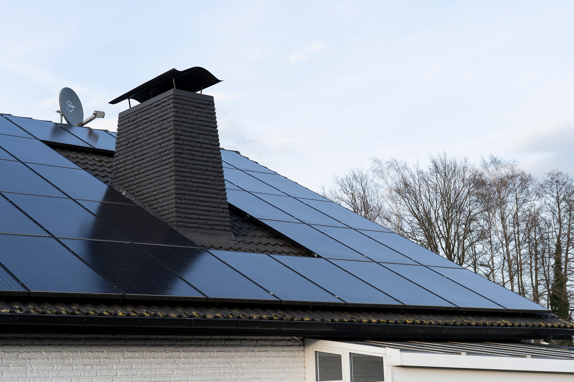 Eine Photovoltaik Anlage auf dem Einfamilienhaus Dach ermöglicht eine autarke Energiegewinnung