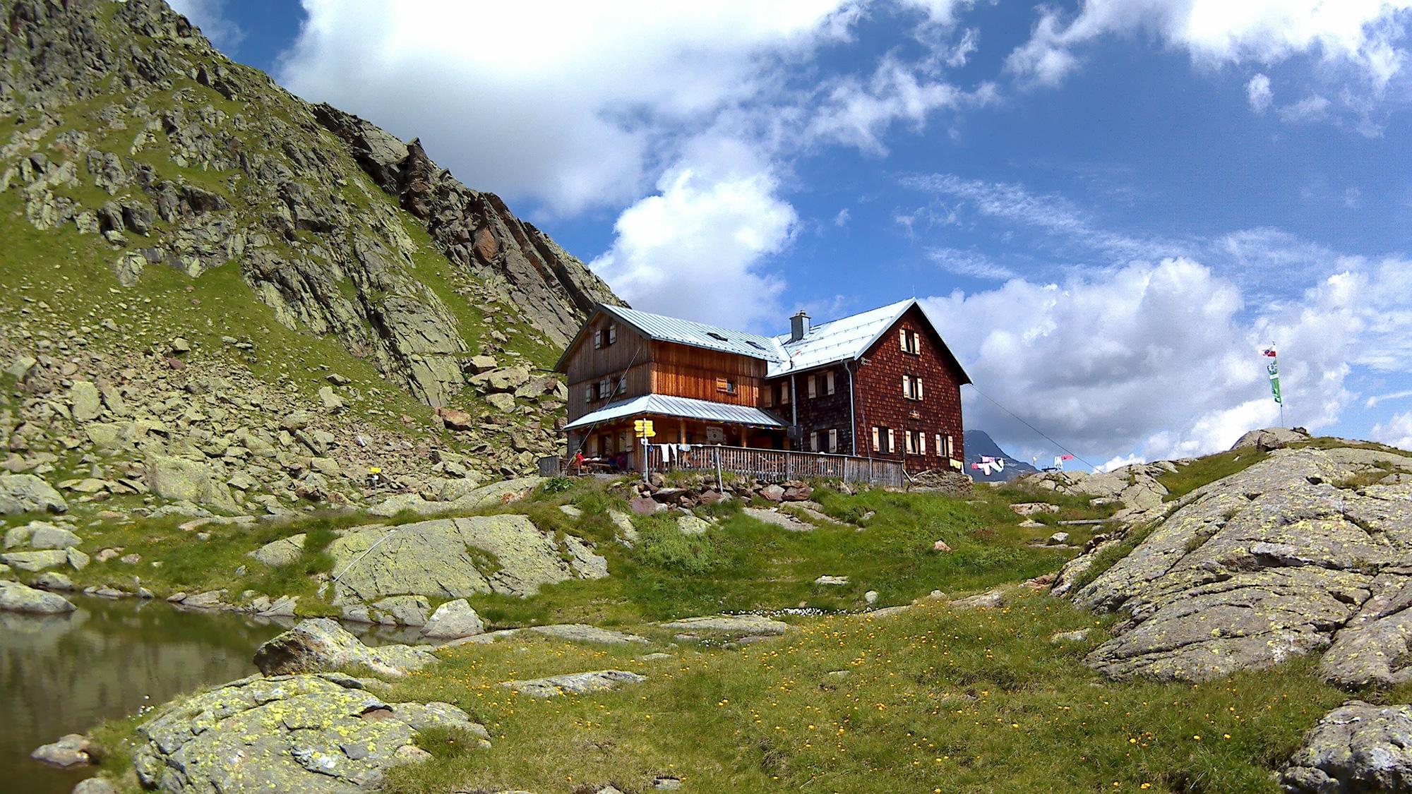 Wanderhütte in österreichischen Alpen mit Infrarotheizungen beheizt