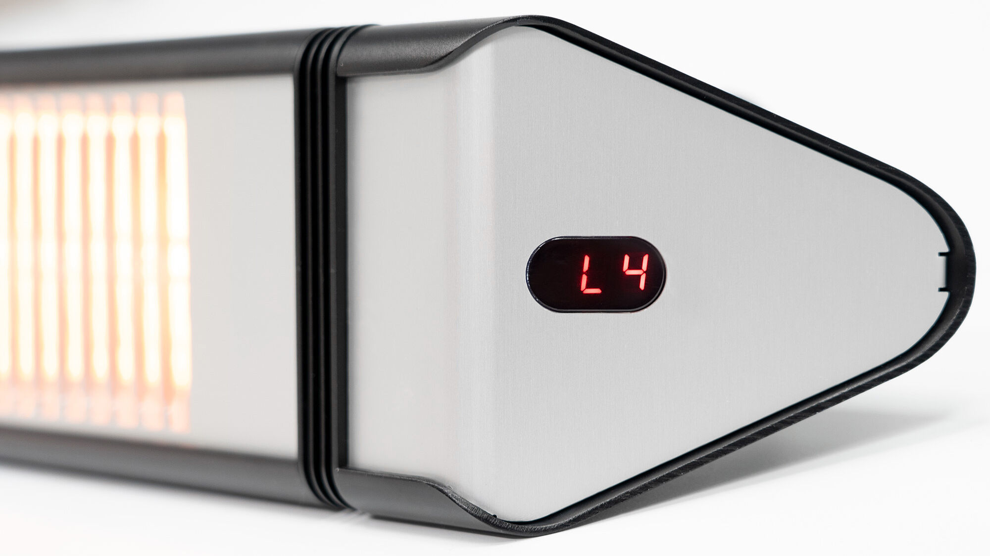 Outdoor radiant heater with 4 output settings up to 2500 watts