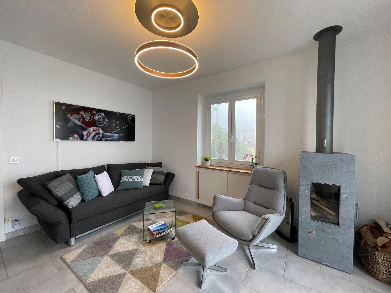 Kunde nutzt Infrarot Bildheizung Panora von VASNER in seinem Wohnzimmer