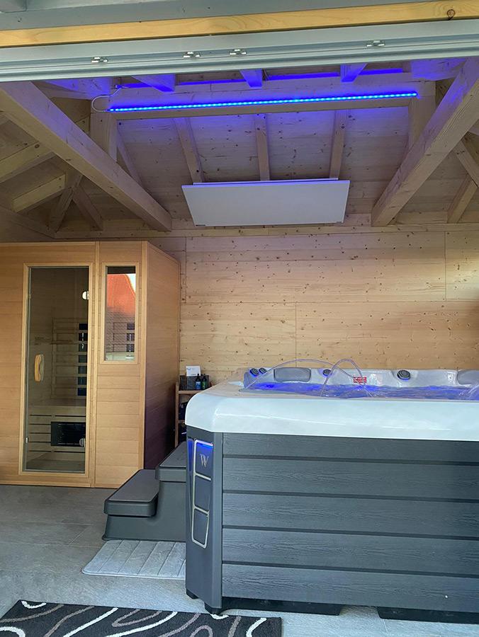 Citara M kommt als Infrarotheizung Deckenmontage im Spa zum Einsatz