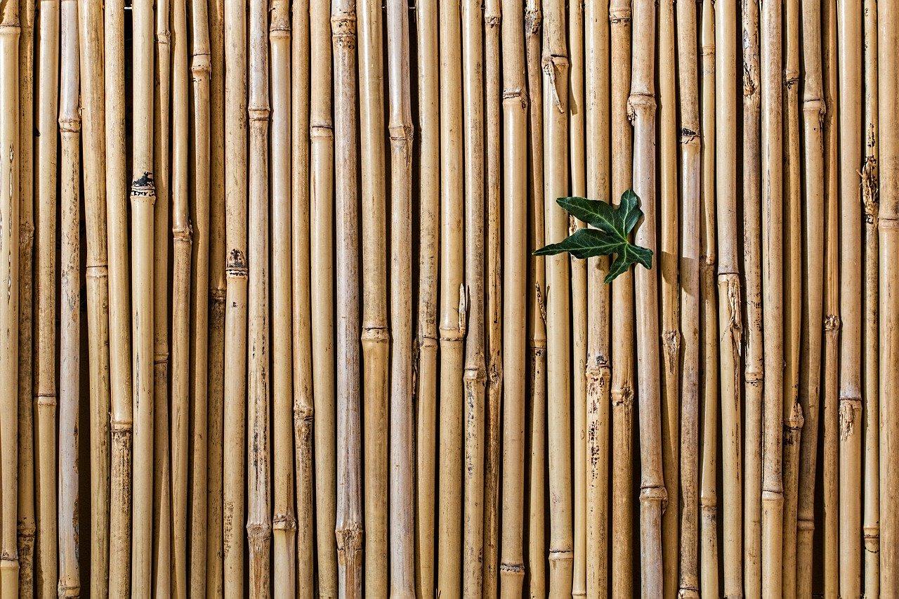 Dachterrasse gemütlich gestalten Sichtschutz Ideen Bambus